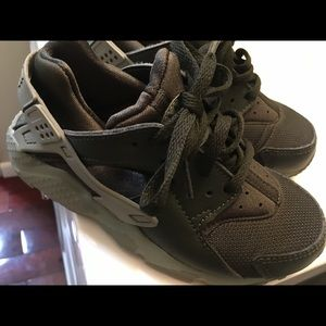 Nike huaraches for toddler